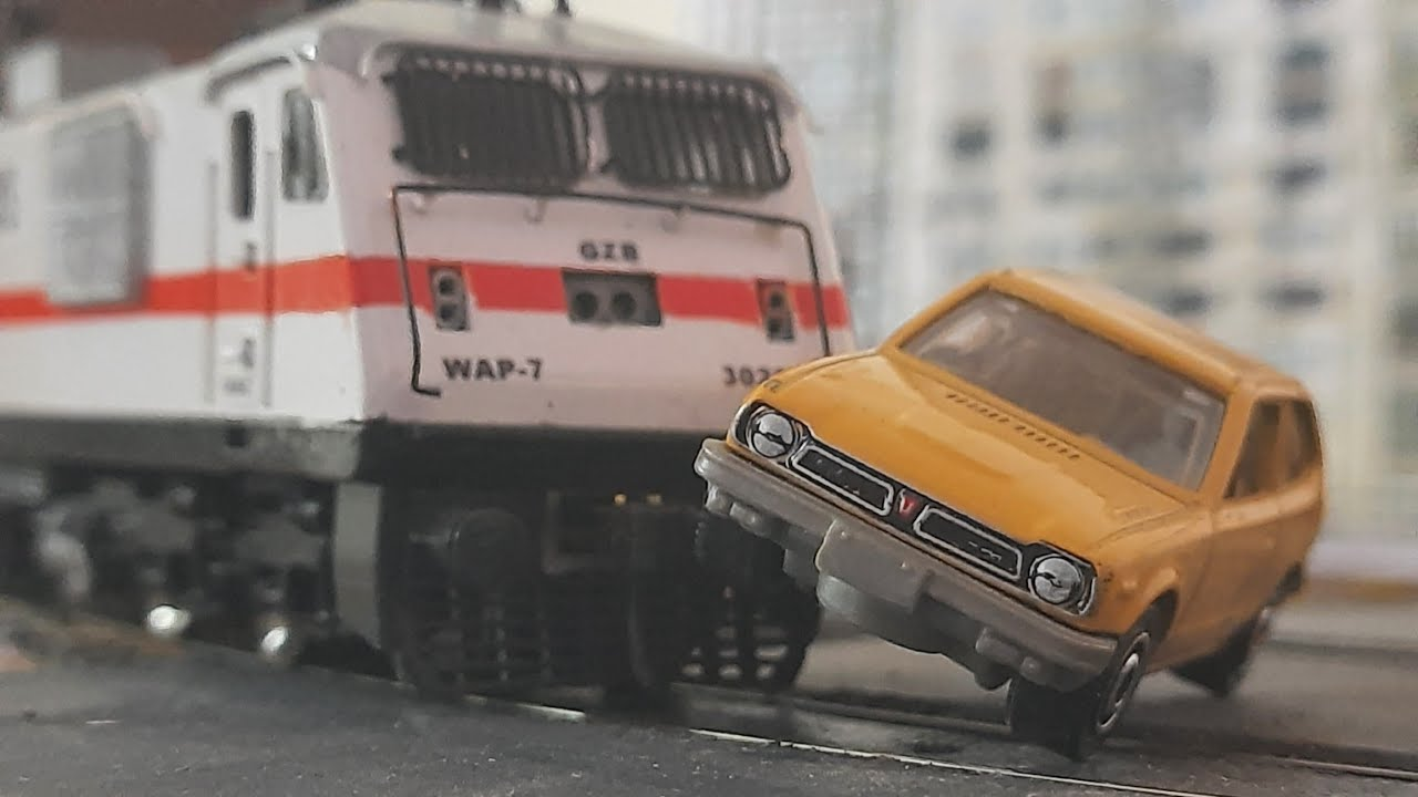 WAP7 HIT CAR   SMASHES IN SECOND   HO SCALE MODEL TRAIN   INDIAN RAILWAY