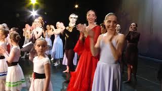 """Смотреть видео Студия """"Балет в большом городе"""". Выход на поклон. Театр Луны. онлайн"""