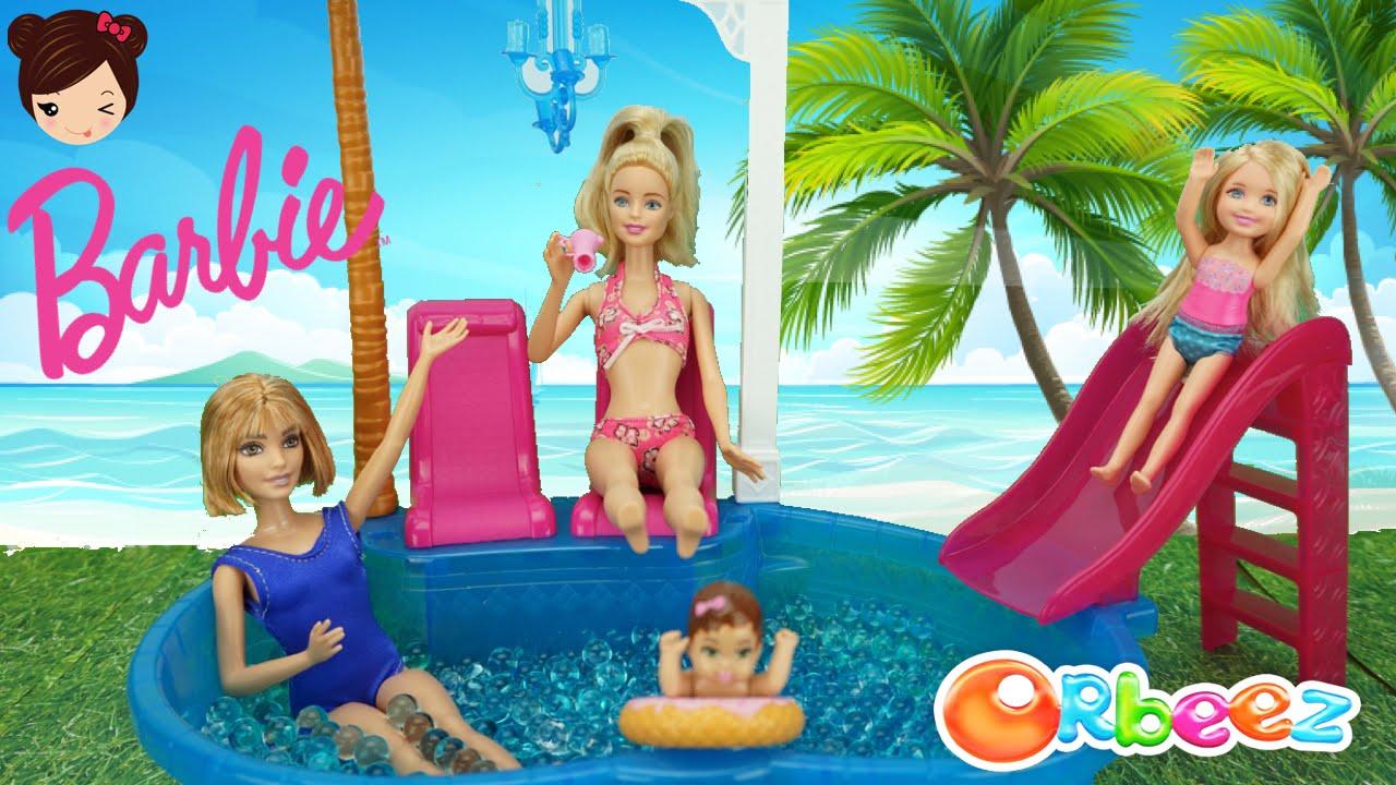 Piscina de barbie llena de bolas orbeez con chelsea y el for Piscina bebe con parasol
