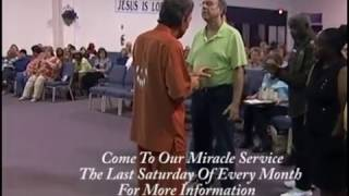 Broken Wrist Healed Miracle - Man Does Push-ups Using Broken Wrist - Mel Bond