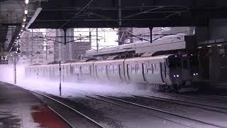 733系3000番台快速エアポート 雪の苗穂駅通過
