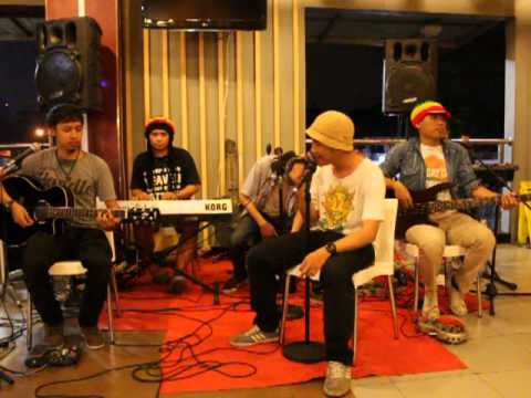 [HD] SANDISLAND_INDO - CINTAKU CHRISYE COVER ACCOUSTIC VERSION @KFC CIDENG