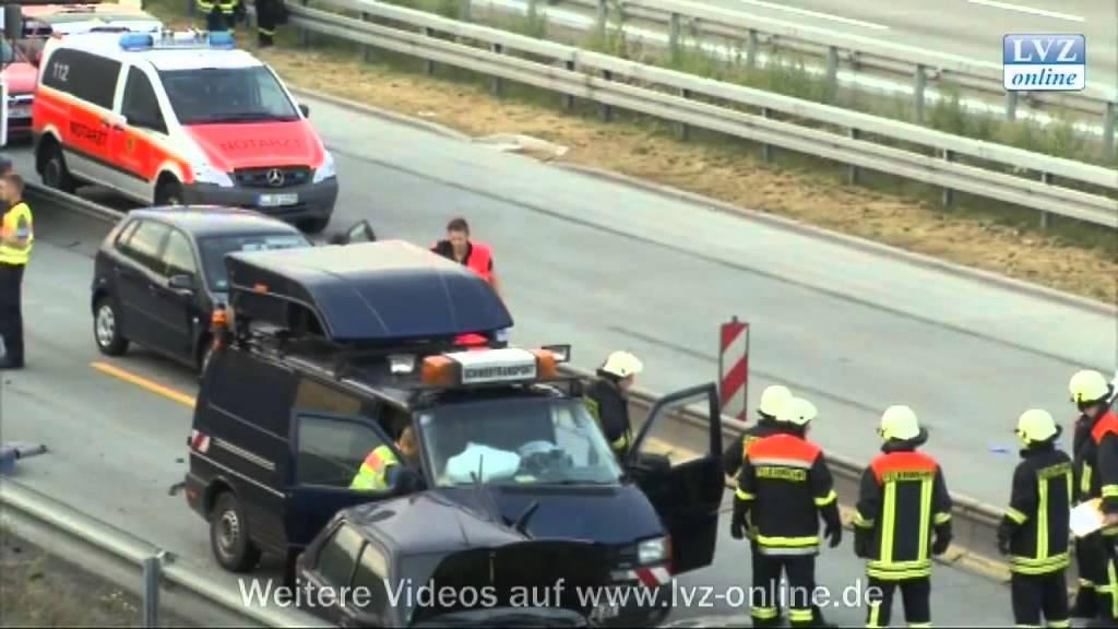 Schwerer Verkehrsunfall Auf Der A14 Bei Leipzig Youtube