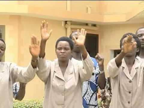 Kwa Viumbe Vyote Choir Dunia ya Shida