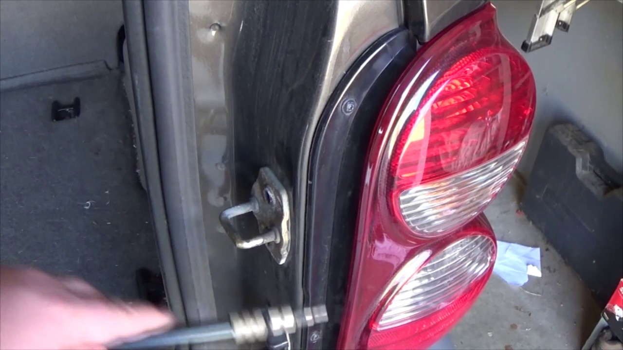 How To Replace Tail Light Bulb Jeep Liberty 2005 2007