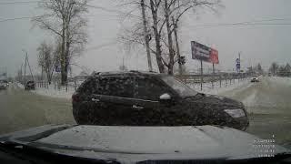 7-я маршрутка протаранила «Мазду» на перекрёстке в Бердске