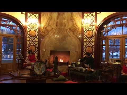 Traditionell chinesische Teezeremonie im Teehaus von Schloss Thalheim