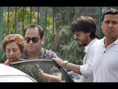 Shah Rukh Khan At Aishwarya Rai Bachchans fathers funeral