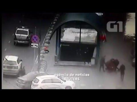 Babá mata criança e sai para passear com cabeça. www.omundogospel.com