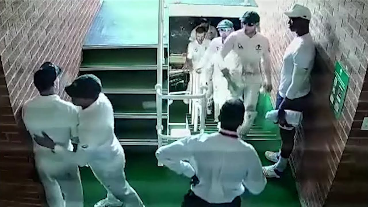 David Warner in off-field confrontation with South Africa's Quinton de Kock  – video