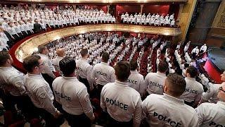 Франция  полицейских становится всё больше