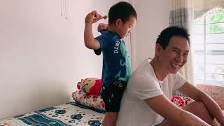 Mio lần đầu được test cây gải lưng của bà Nội | Gia Đình Lý Hải Minh Hà