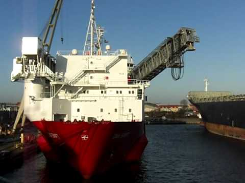 Accommodation and Support Vessel (ASV) Dan Swift - 38.5m telescopic gangway in action