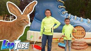 Leo y Mikel conocen al Gato de Pascua y encuentran huevos de chocolate thumbnail