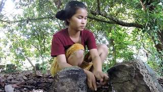 Primitive Technology - Pretty girl Find scorpion cooking on rock -  eating scorpion delicious