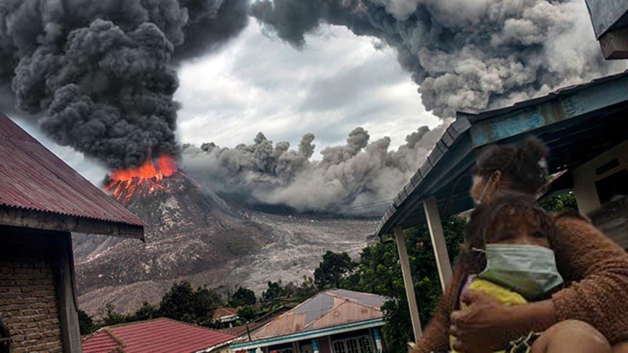 Krakatoa is awake! Footage of the most powerful eruption with lightning