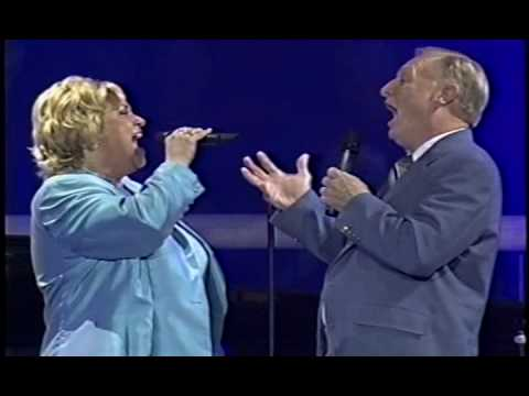 "Sandi Patty canta ""It Took A Miracle"" com seu pai Ron Patti"