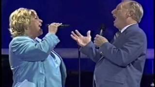 "Sandi Patty canta ""It Took A Miracle"" com seu pai Ron Patti"