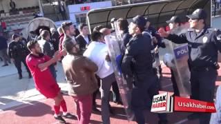 Uşakspor maçında Futbolcular birbirine girdi