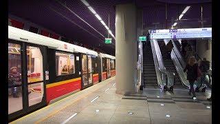 Poland, Warsaw, metro ride from Świętokrzyska to Nowy Świat-Uniwersyte, 5X escalatort