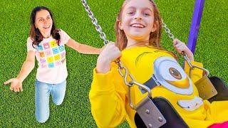 Brincando no Playground   Canção Infantil   Música para crianças por Sunny Kids Songs