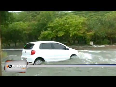 Chuva causa transtornos a motoristas de Araçatuba