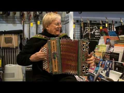Polka King From Canada Walter Ostanek Spielt Auf Mein Onkel Hansi Sein Melodija, Plays On My Uncles Melodija Harmonika