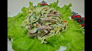Салат из яичных блинов с огурцом и салями