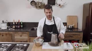 Recette : Crevettes grises sur gelée de pomme au poivre timut, avocat et crème de raifort