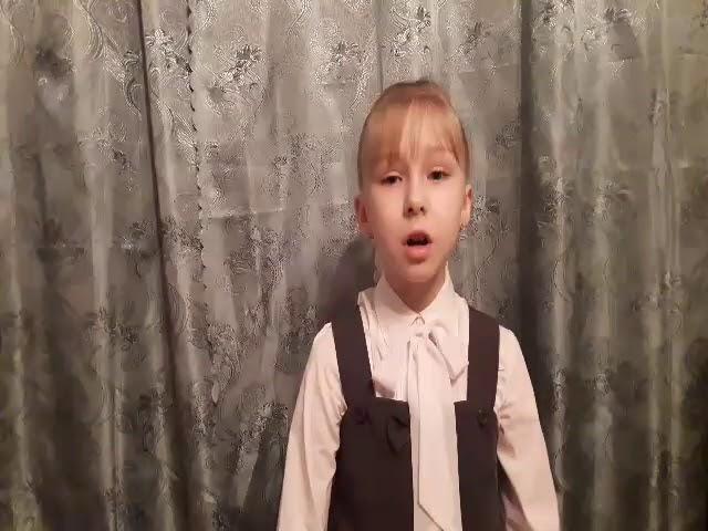 Изображение предпросмотра прочтения – ЕлизаветаКраснякова читает произведение «Ангел-Хранитель» А.А.Блока