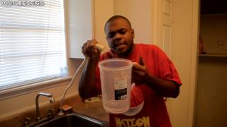 BLACK MAN TEACHES HOW TO MAKE KOOL AID @SIGGAS