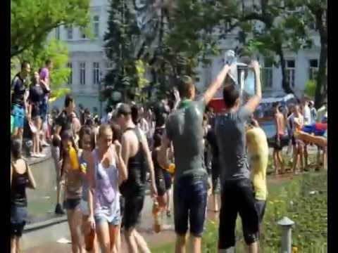 флешмоб в Одессе Водяные битвы.wmv