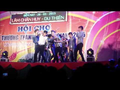 Du Thiên hát và nhóm nhảy cực xung tại hội chợ Bắc Giang
