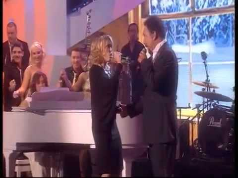 Tom Jones and Cerys Matthews - Baby, Its Cold Outside (Live 2008)
