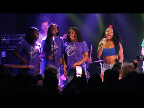 Detroit Youth Choir  & The Go! Team -