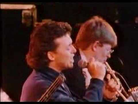 tears for fears - the working hour live 1985 - YouTube