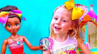 Nastya và một câu chuyện vui về trang điểm và đồ chơi cho bé gái