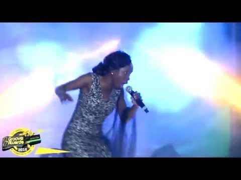 Evelyn Wanjiru- Mungu Mkuu   (Live at #GrooveAwards2016)