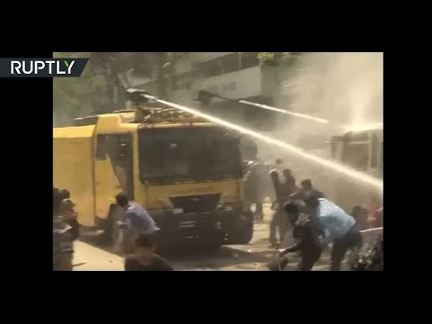 RAW: Violent clashes erupts as hundreds protest against hikes in energy prices in Bangladesh