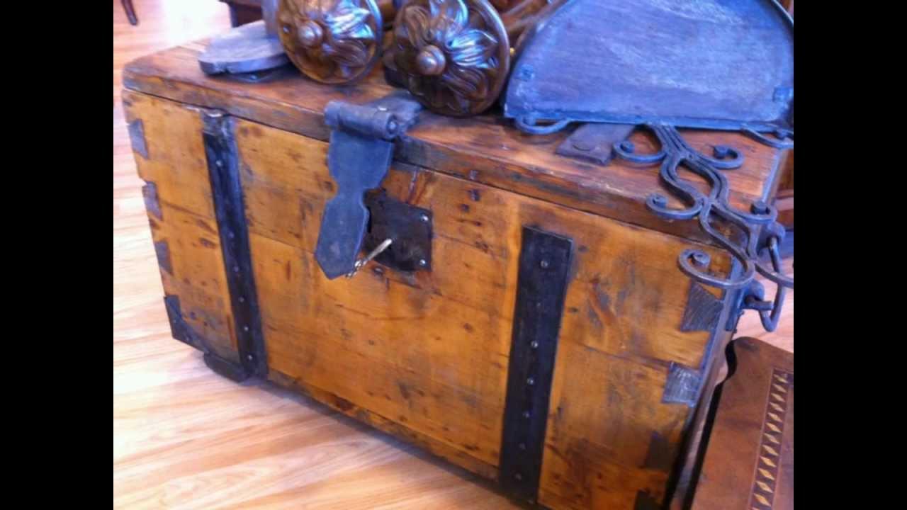 Mobili antichi oggetti e complementi di antiquariato for Regalo mobili vecchi