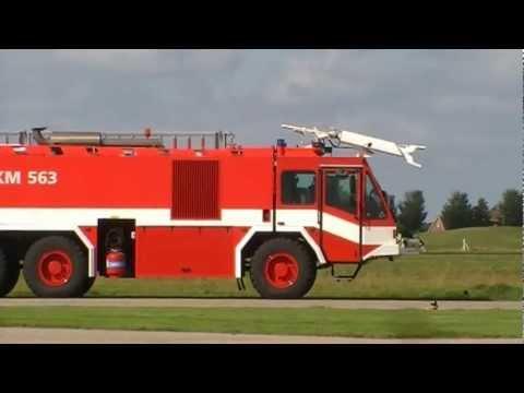 Foto's en video's van hulpdiensten maritiem vliegkamp De Kooy/ Den Helder Airport.