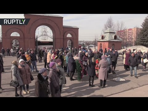 В Кемерове простились с учительницей, выводившей детей из «Зимней вишни»