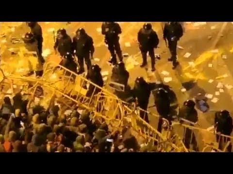 Mossos cargan contra independentistas radicales en el Parlament de Cataluña  #CDR #Cataluña #1Oct