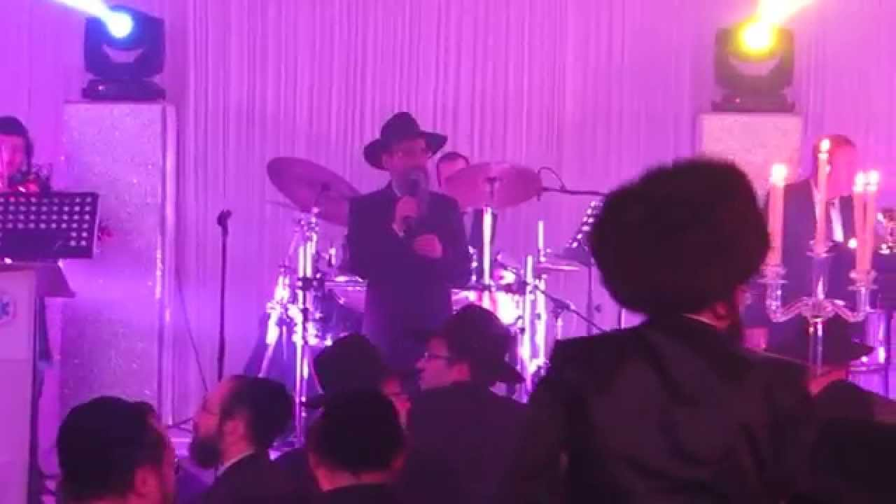 Avraham Fried Sings At Hatzolah Event In London - Aleh Katan Sheli