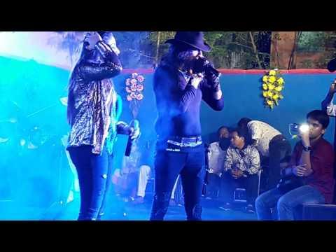 Chandni Mukherjeeand Vinod Rathod live Ayesi Dewangi