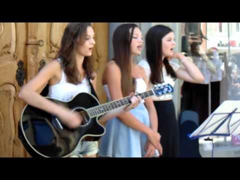 3 Girls singing at Konstanz