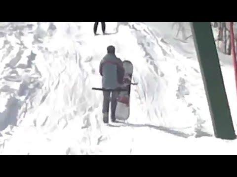 Сноубордист и бугельный подъемник микс