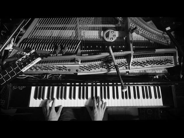 Romain Dubois Piano Solo / Poing.