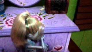 video de la nueva peli monster hihg