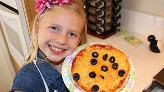 Kid Size Cooking: Pita Bread Pizza